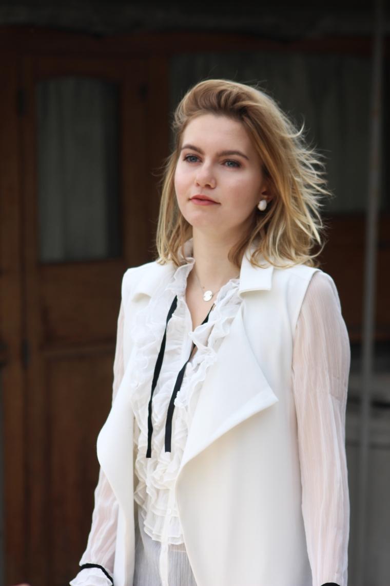 chemise blanche volant 001