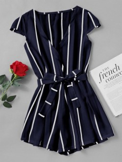 http://fr.shein.com/Vertical-Striped-Surplice-Romper-With-Belt-p-436242-cat-1860.html?utm_source=blog&utm_medium=blogger&utm_campaign=fromkathweb_fr&url_from=fromkathweb_fr